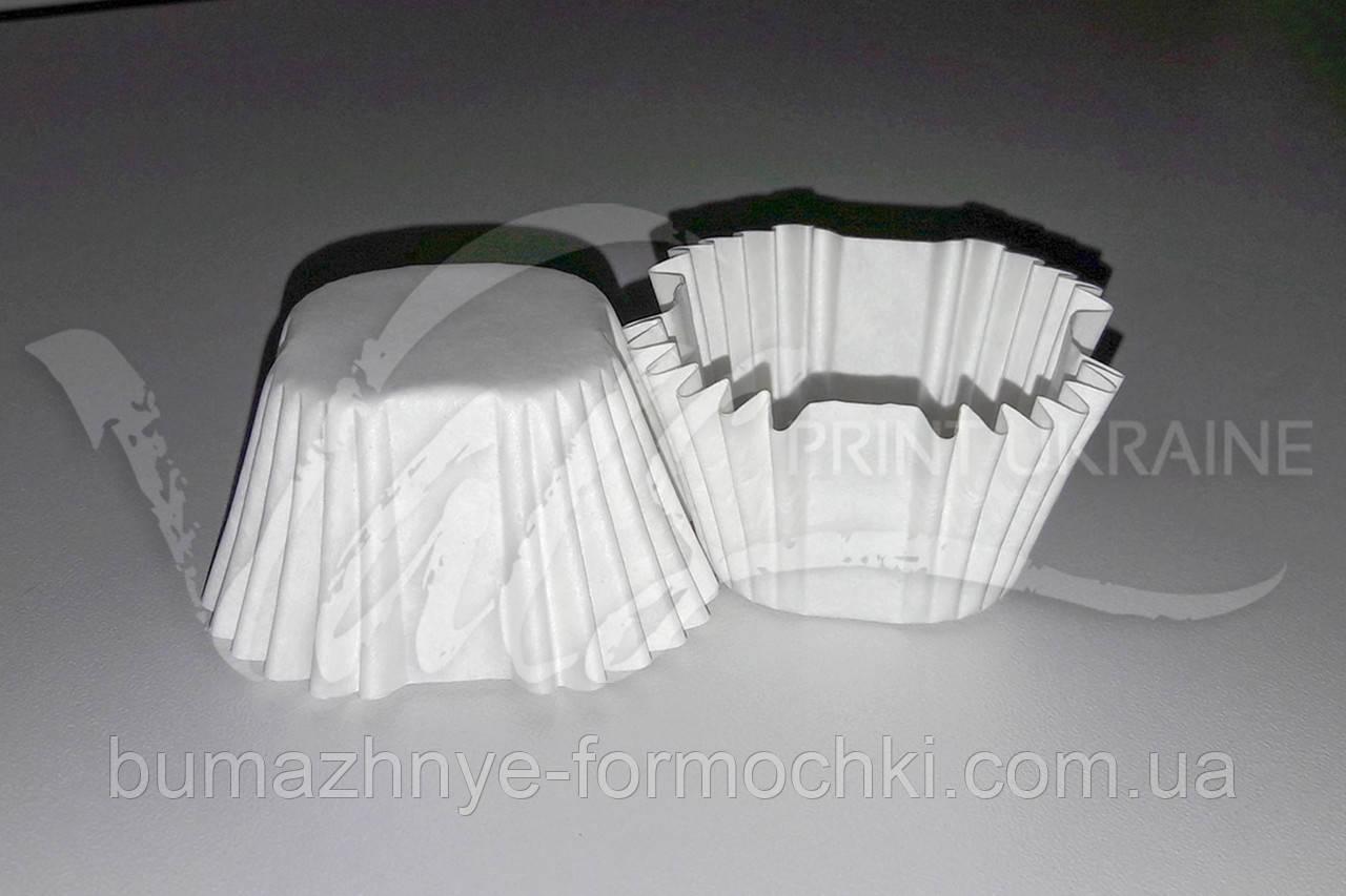 Квадратная бумажная форма белая