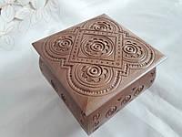 Шкатулка деревянная резная на петлях 11х11 см. резьба