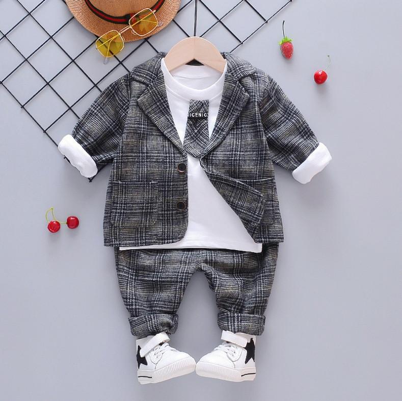 Нарядный костюм тройка на мальчика  джентельмен 3 года серый с галстуком