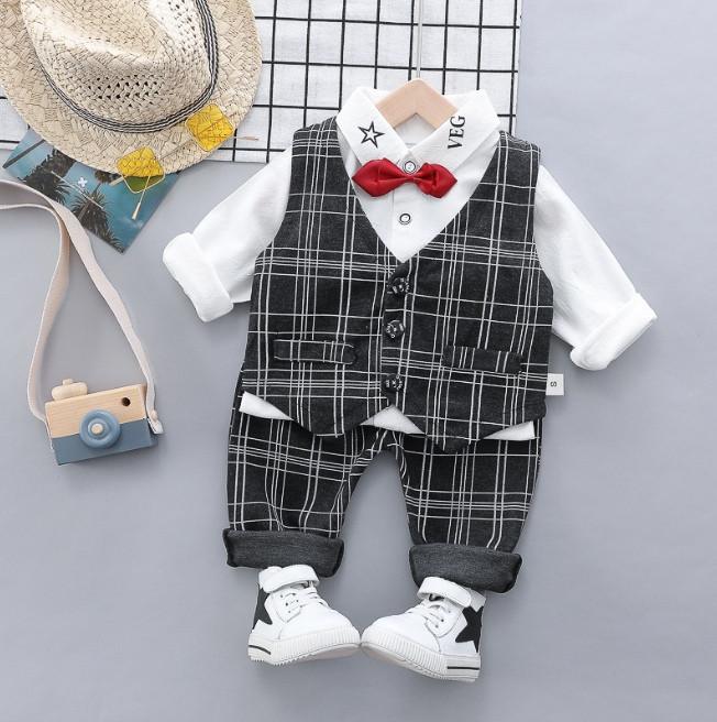 Нарядный костюм тройка на мальчика  джентельмен с жилеткой серый 3 -4 года