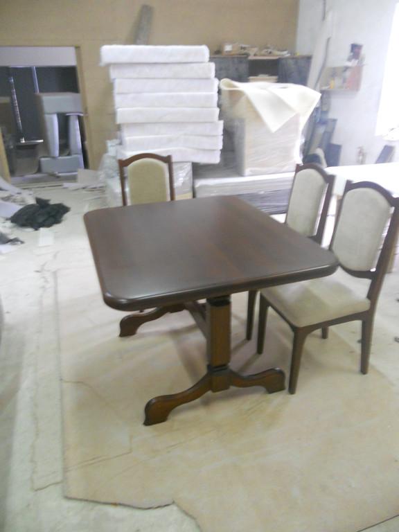 Стіл і стільці з натурального дерева. 2