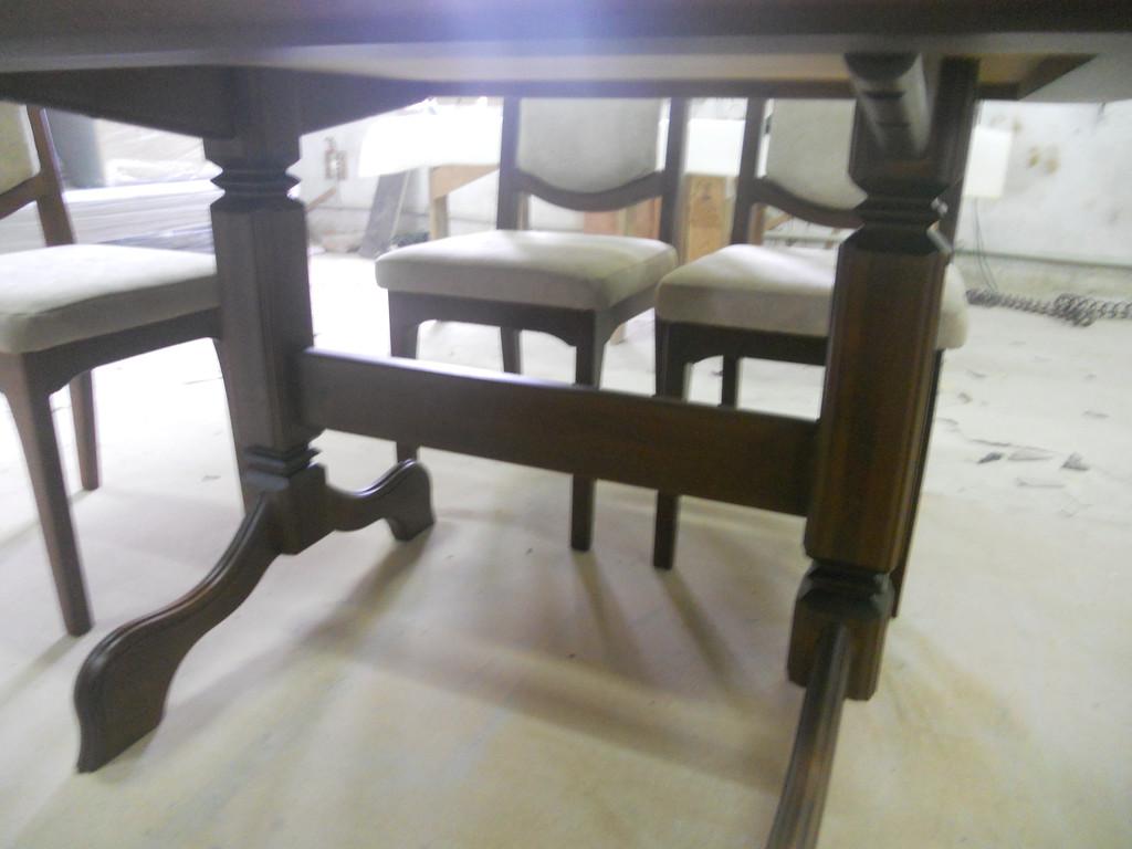 Стіл і стільці з натурального дерева. -1