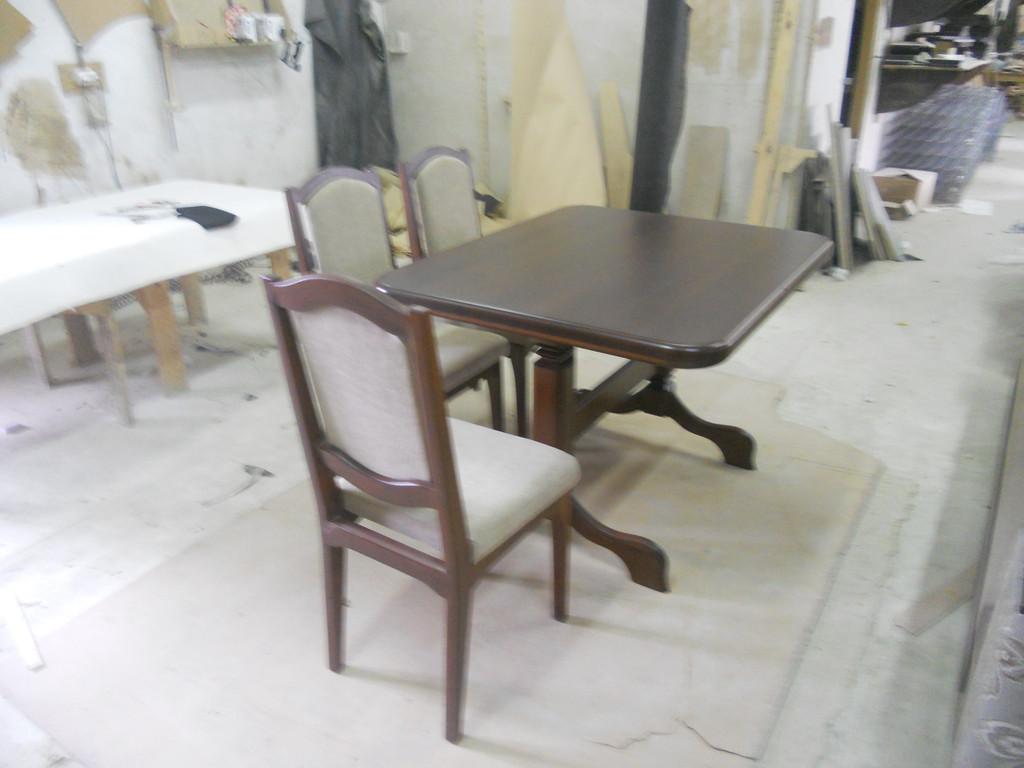 Стіл і стільці з натурального дерева. 5