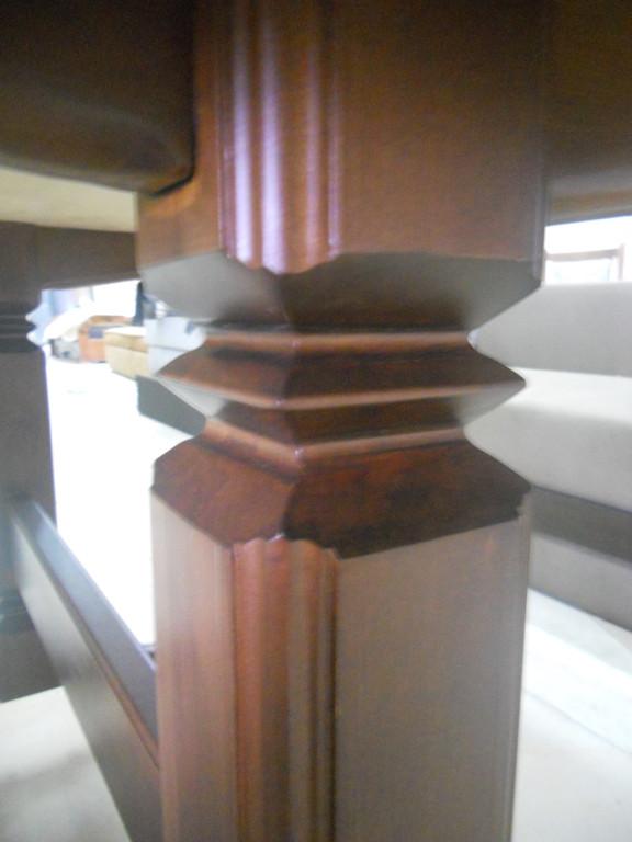 Стіл і стільці з натурального дерева. 7