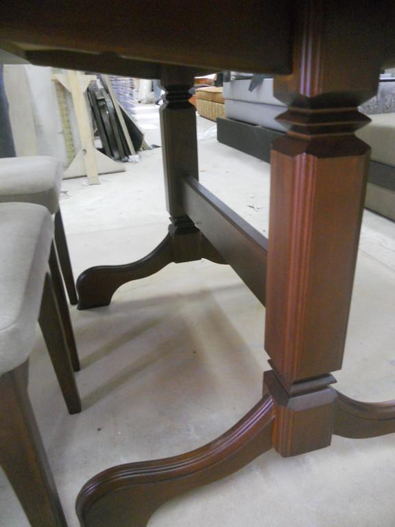 Стіл і стільці з натурального дерева. 9