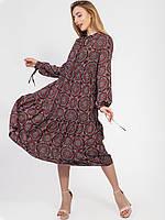 Легкое и летящее платье исполнено из высококачественного штапеля в мелкий принт