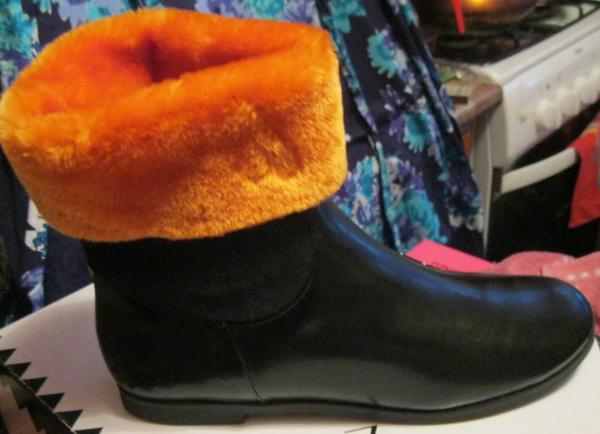 Ботинки сапоги полусапожки женские(ДЕТСКИЕ) черные с оранжевым мехом 36 р