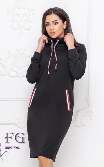 Черное теплое спортивное платье худи по колено с воротником под горлр и карманами спереди