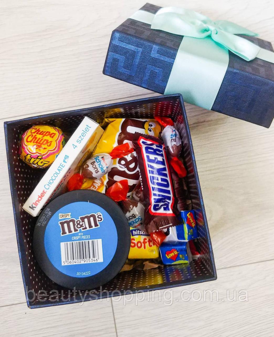 Подарочный набор сладостей в коробке ко дню Святого Валентина
