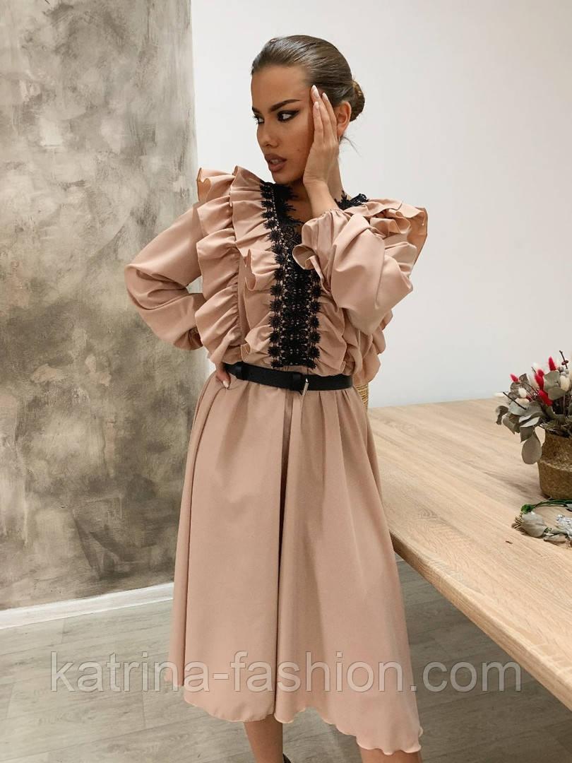 Женское платье с рюшами бежевое и черное