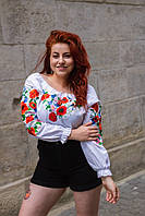 Женская льняная блуза вышитая гладью