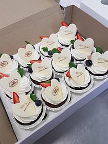 Капкейки с логотипом на День Валентина