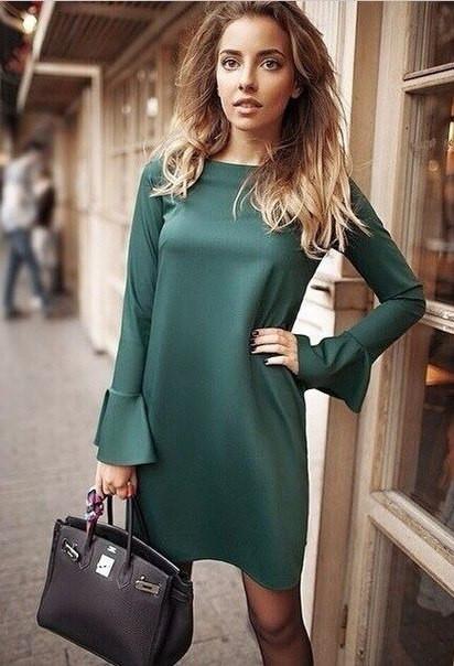 f17881c1f10 Трикотажное платье свободного кроя зеленого цвета с манжетами клеш -  Интернет-магазин одежды и обуви