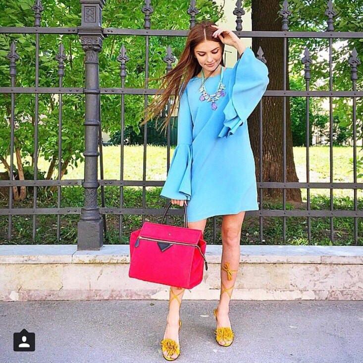 f2973e5dc08 Трикотажное платье свободного кроя голубого цвета с манжетами клеш -  Интернет-магазин одежды и обуви