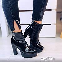 Женские демисезонные ботильоны ботинки на высокой тракторной платформе и каблуке из лаковой кожи черные, фото 1