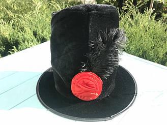 Шляпа бархатная с розой и пером