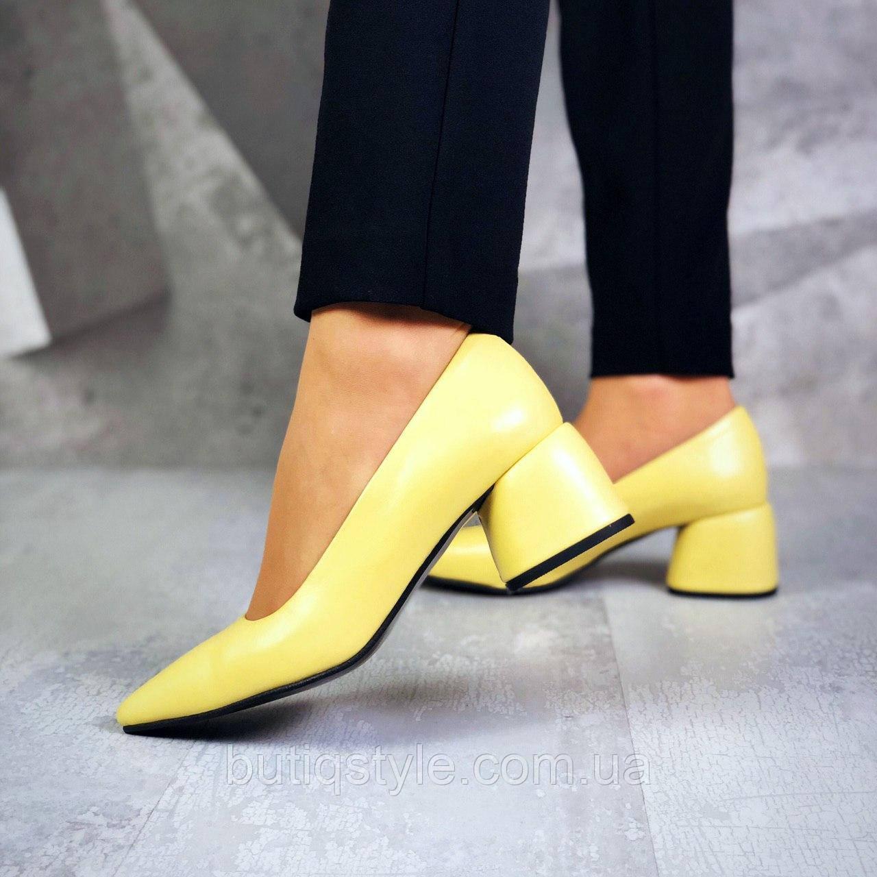 Женские желтые туфли натуральная кожа на среднем каблуке