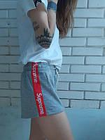 Шорты женcкие серые Supreme с красно-белыми лампасами