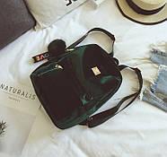 Бархатный женский мини рюкзак (зеленый) с брелком, фото 3