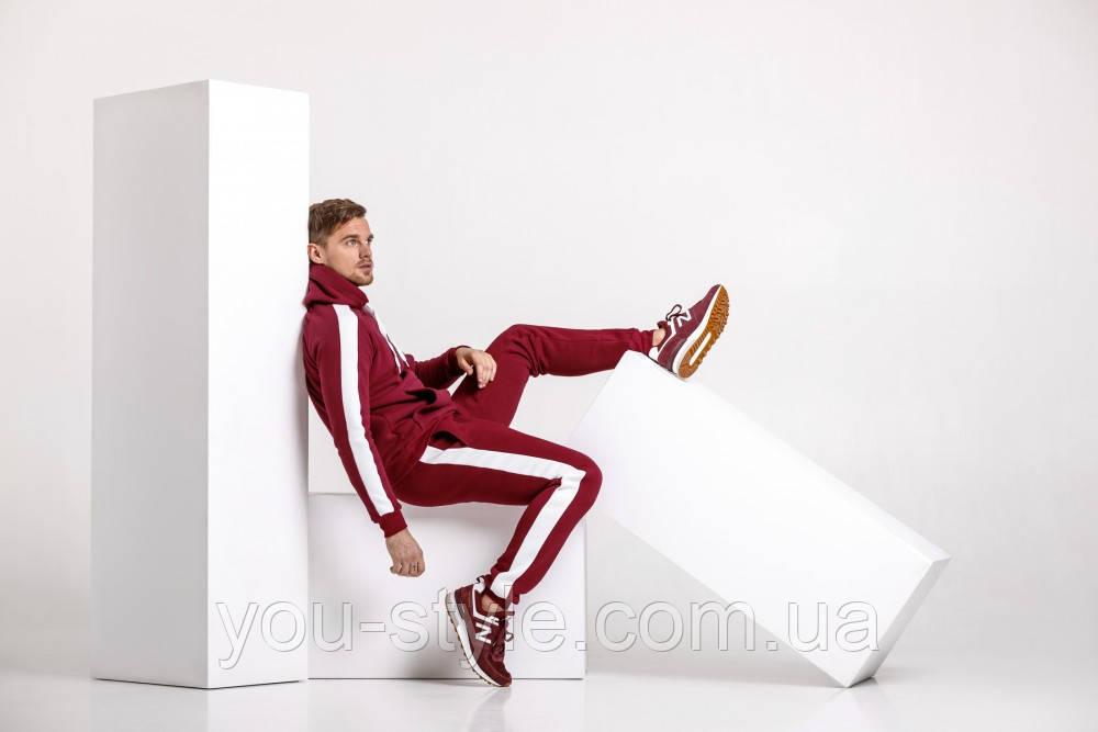 Бордовый костюм с лампасами
