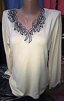 Женская кофта с бантиками у горловины
