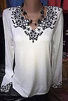 Женская кофта с декорированной горловиной