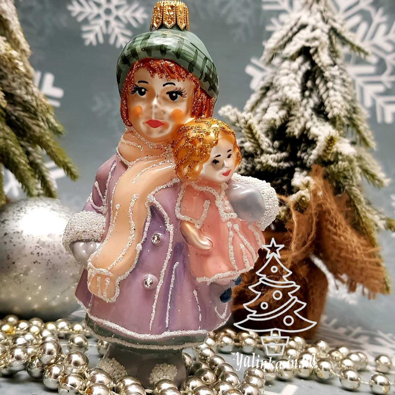 Скляна ялинкова іграшка Дівчинка з лялькою Irena Глянець