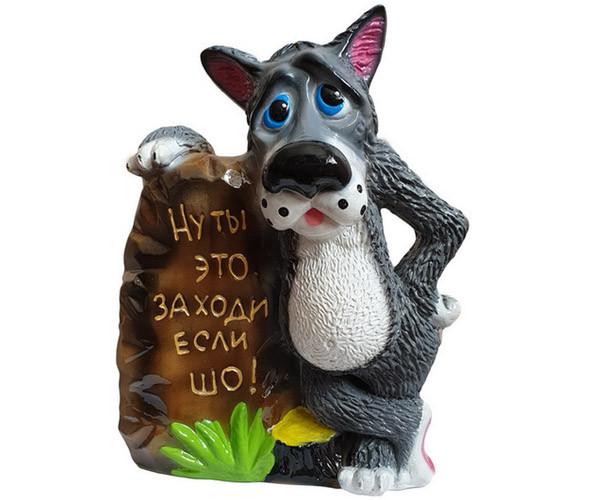 Волк с камнем «Ну ты это заходи если шо» 45 см - садовая фигура (1468)