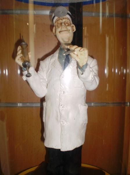 """Керамічна статуетка ручної роботи """"Лікар-лор"""""""