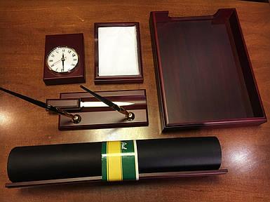 Настольный набор на 6 предметов из натурального дерева  Bestar 6148 WDN с часами цвет красное дерево