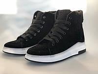 Женские ботинки на шнуровке на белой подошве