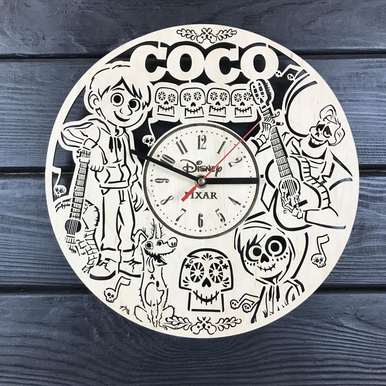 Детские настенные часы из дерева «Тайна Коко»