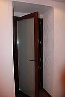 Межкомнатные металлопластиковые  двери в  ламинации с матовым стеклом