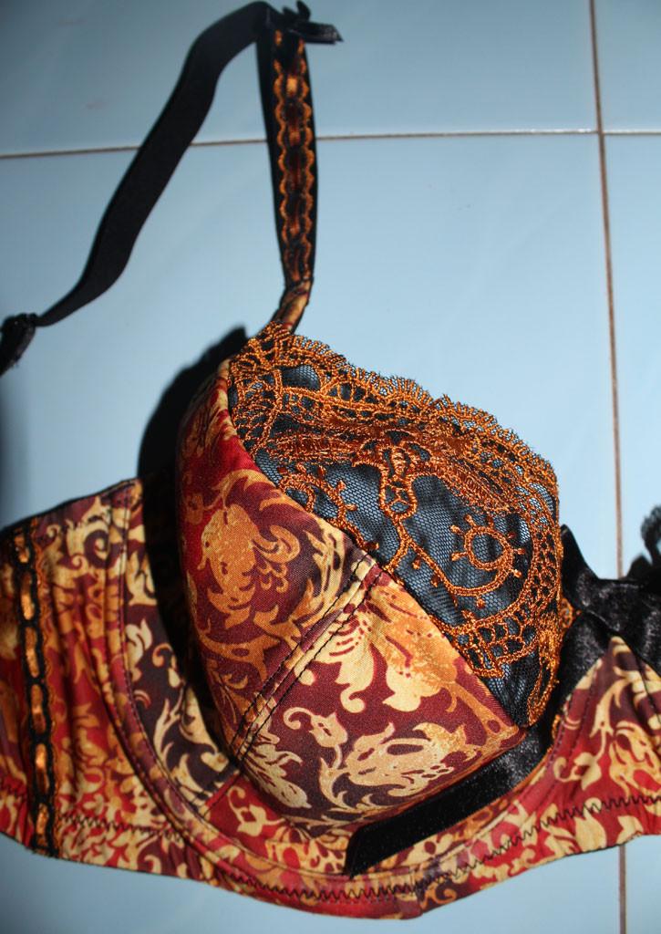 Комплекты нижнего женского белья на чашку Д Золото  продажа, цена в ... 116baf2e1f7
