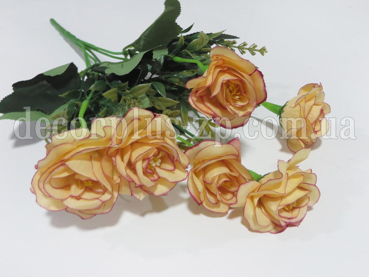 Букетик искусственных цветов