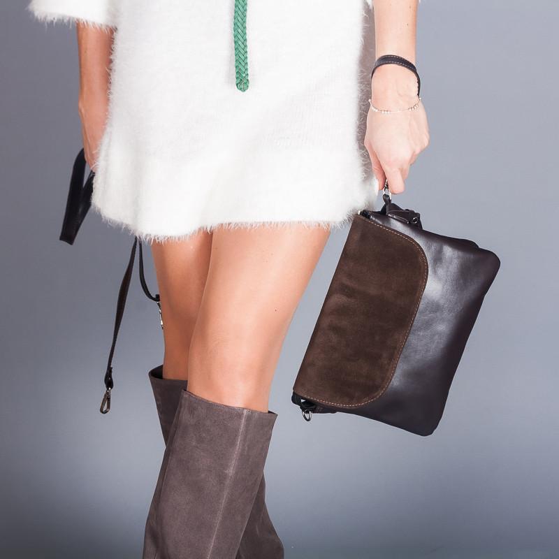 Коричневая женская сумка на плечевом ремне из натуральной кожи и замши.