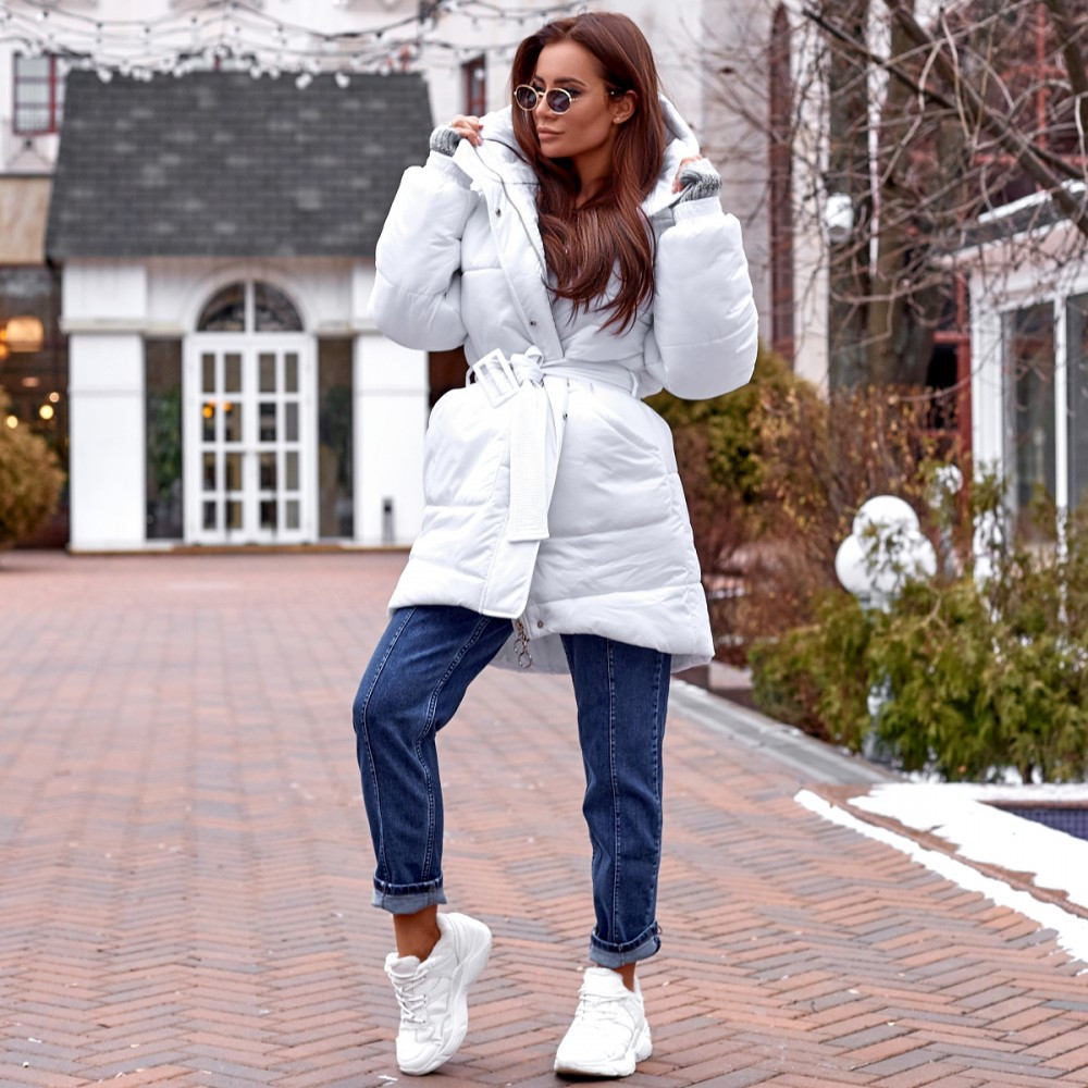 Женская удлиненная куртка с капюшоном белая