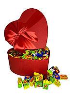 Жевательная жвачка Love is ассорти в подарочной упаковке 200 шт красная коробочка