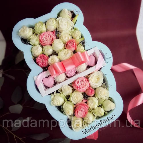 Мишка с цветами и конфетами
