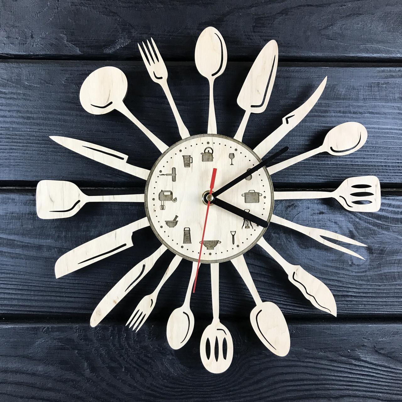 Дизайнерские часы на кухню из дерева «Столовые приборы»