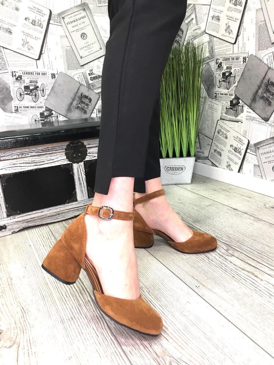 Женские открытые туфли из натуральной замши на каблуке рыжие