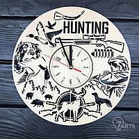 Оригинальные настенные часы из дерева на тему охоты