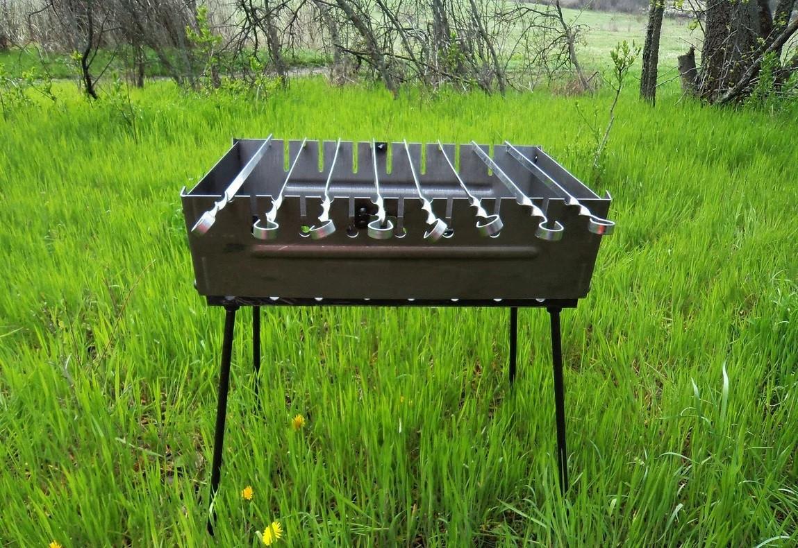 Мангал чемодан 2 мм на 8 шампуров для шашлыков и отдыха на природе для дачи.
