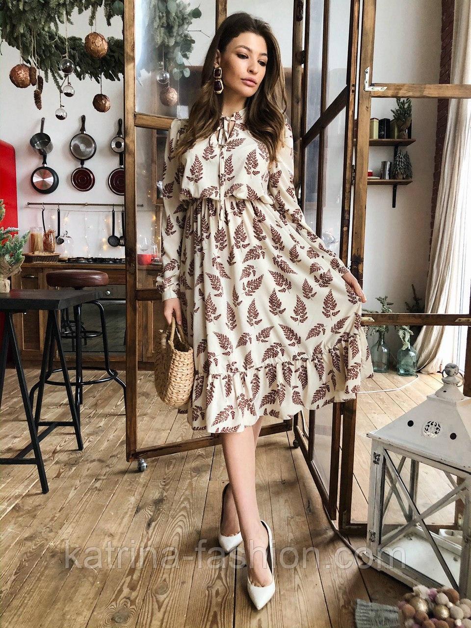 Женское платье с растительным узором листья и рюшами