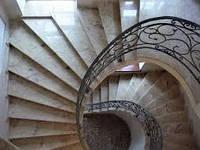 Винтовая лестница из мрамора