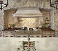 Классическая кухоннаявытяжка из мрамора
