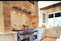 Современная кухонная вытяжка из натурального камня