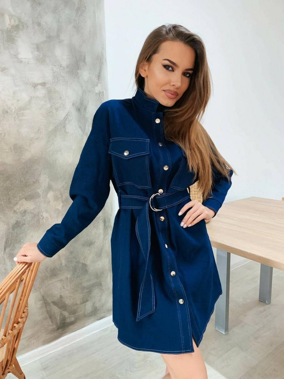 Джинсовое синее платье рубашка с карманами на груди и длинным рукавом 34py879