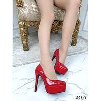 Женские туфли лодочки на платформе лаковые красные, эко-колак на шпильке