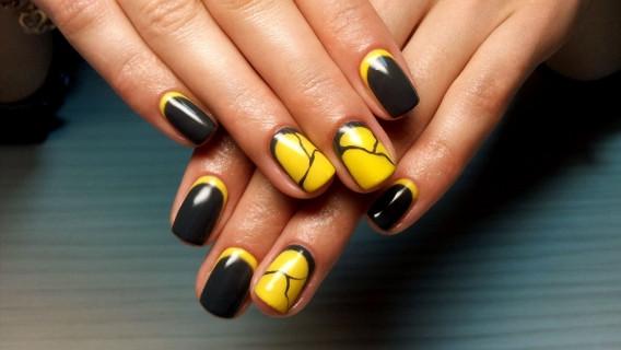 Модный осенний маникюр для коротких ногтей.
